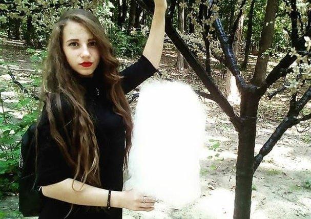 Самоубийство под Харьковом. Тайну смерти школьной активистки ищут в телефоне