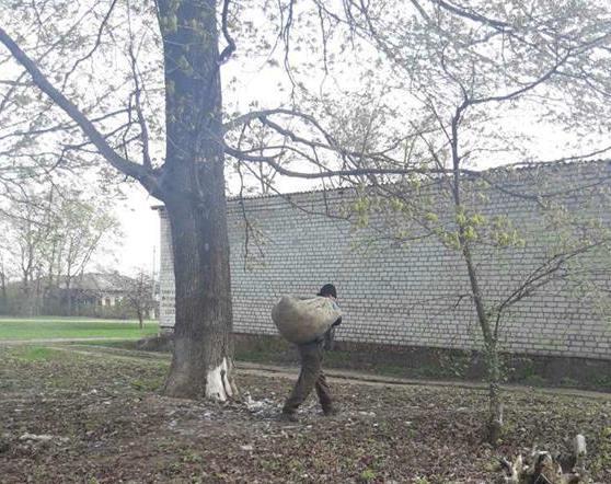 На Харьковщине многодетного отца вынудили взяться за топор (фото)