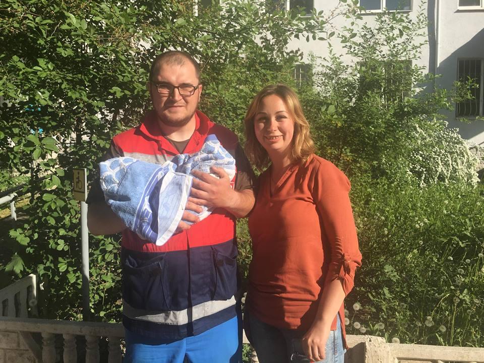 В Харьковской области женщина родила посреди улицы в день рождения мужа