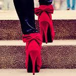 На Харьковщине пропала школьница в красных туфлях (фото)