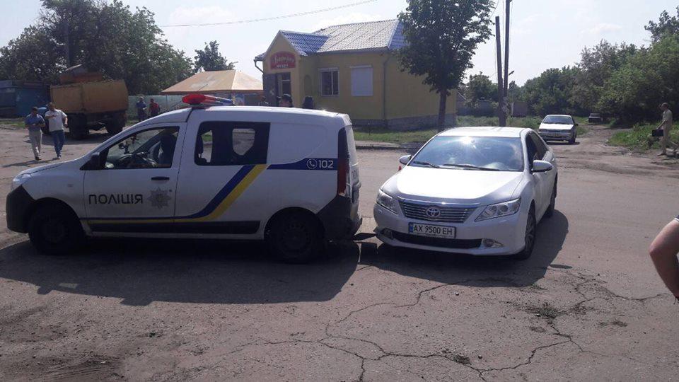 Происшествие на Харьковщине. Парочка в иномарке опозорилась на весь город (фото)