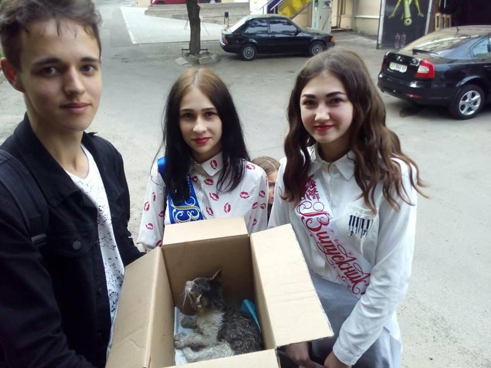 Троим харьковским выпускникам пришлось отметить праздник в клинике