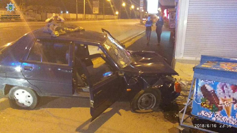 Полуночное происшествие в Харькове. Продавец киоска в шоке (фото)