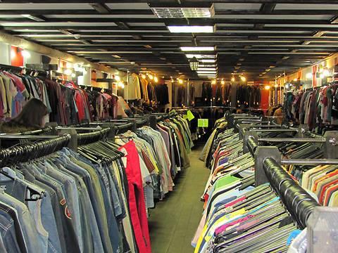 В Харькове перетрясли магазин с одеждой
