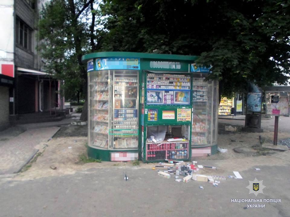 Происшествие возле метро в Харькове. Мужчины гонялись за подростком