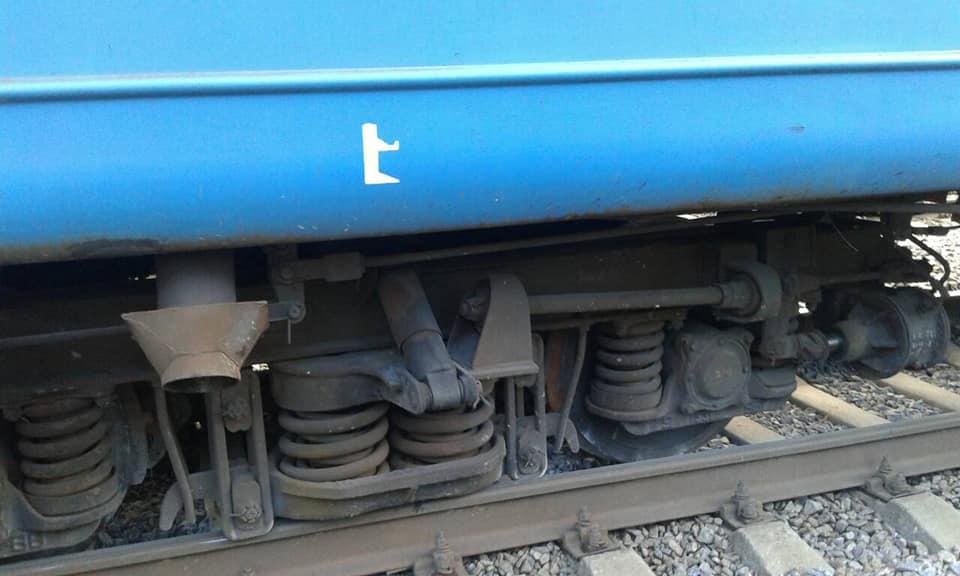 ЧП на железной дороге. На Харьковщине электричка сошла с рельсов (фото)