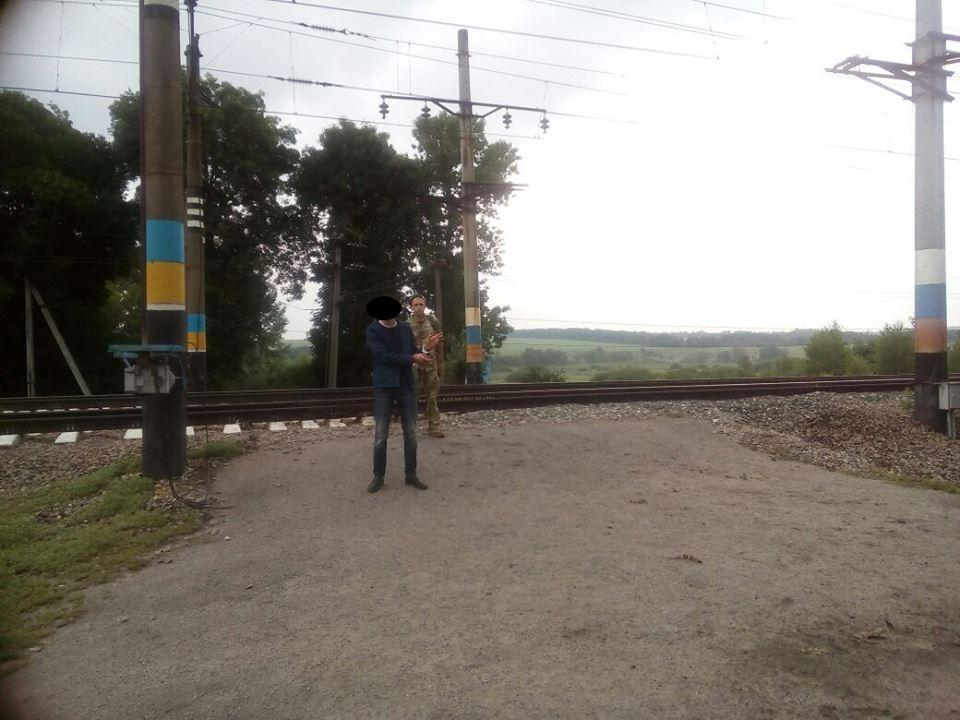 Происшествие под Харьковом. Мужчина испугался и ушел в поля