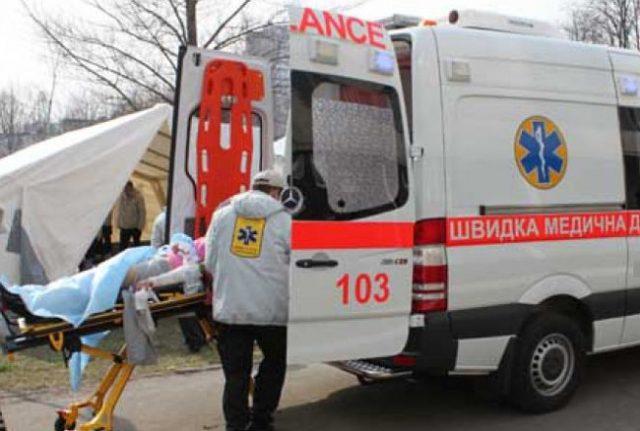 ЧП в центре Харькова. Парня унесли на носилках (фото)