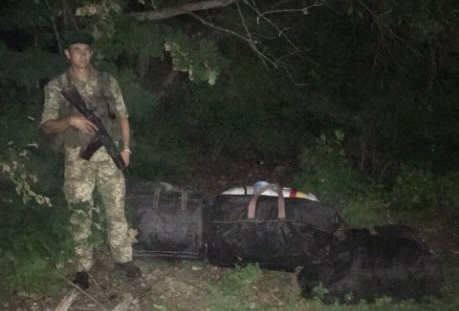 В посадке под Харьковом нашли баулы с добром (фото)