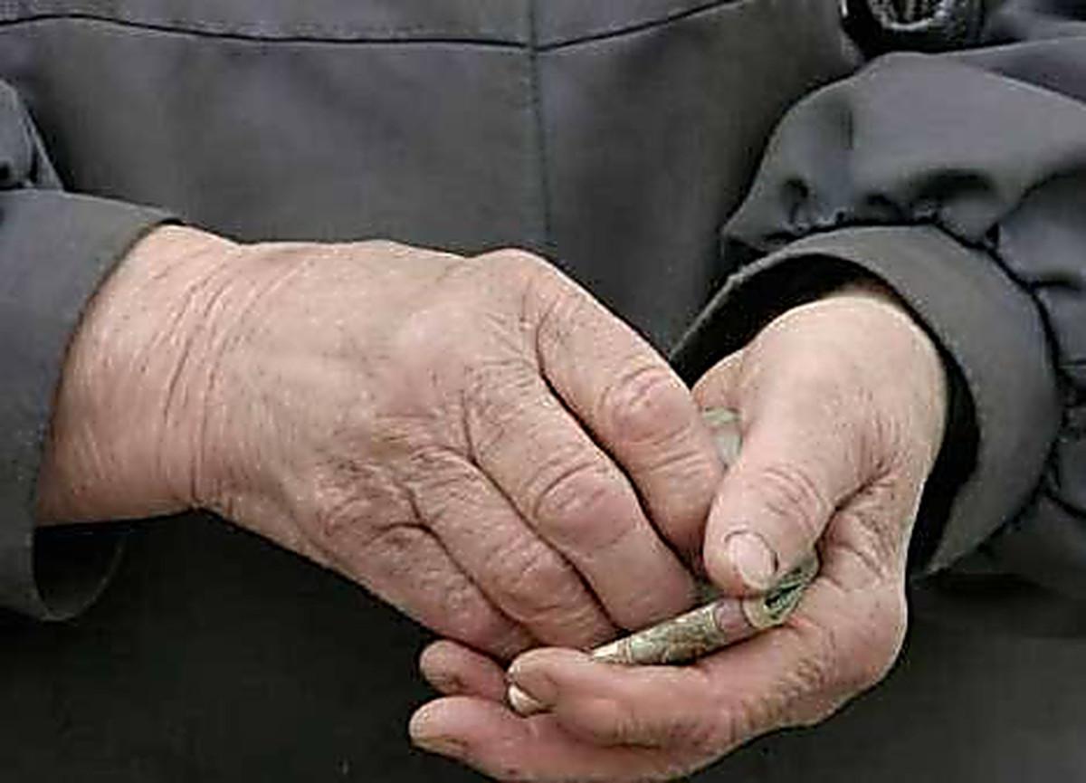 Случай под Харьковом. Пенсионера, который направлялся в магазин, оставили голодным