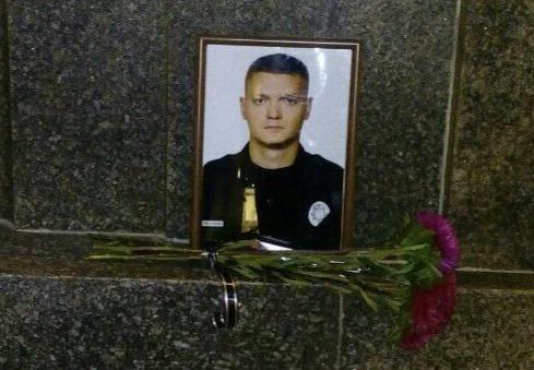 Спасал человека. Участник перестрелки возле Харьковского горсовета рассказал, как погиб полицейский