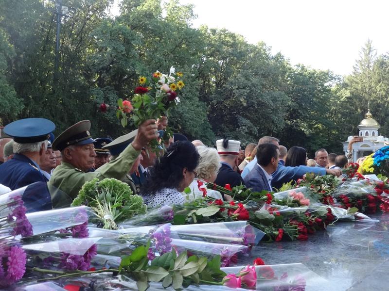 Утро в Харькове началось с залпов (фото, видео)