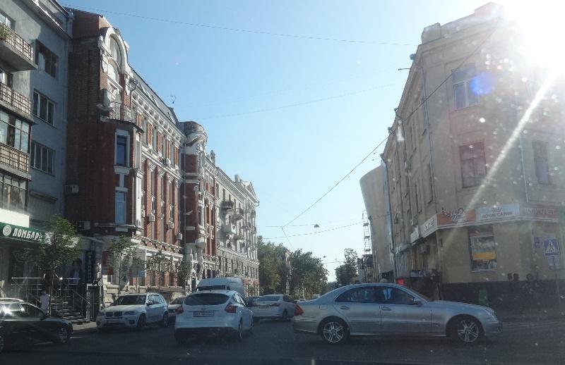 Перегруженная центральная улица добавила хлопот харьковчанам (фото)