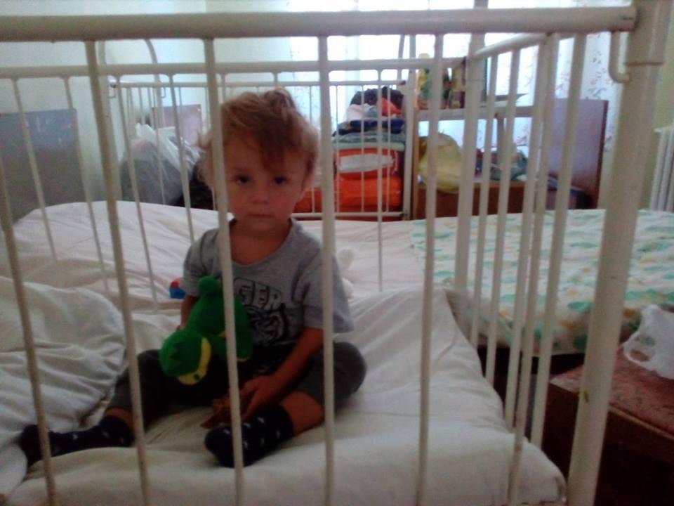 В истории малыша, которого бросили на детской площадке в Харькове, всплыли новые подробности