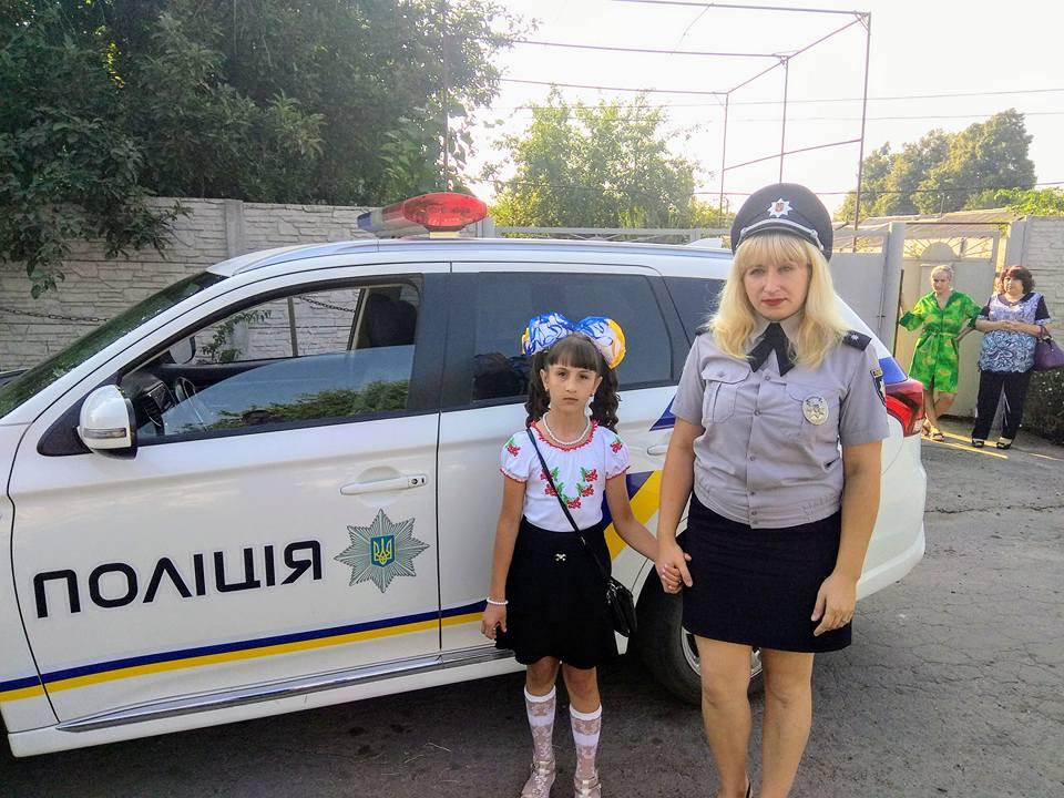 На Харьковщине ненадежную девочку отвели в школу под конвоем