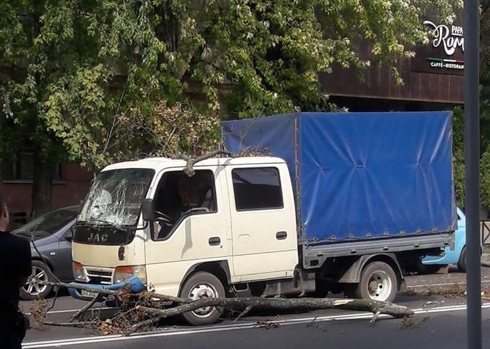 Очередное ЧП в центре Харькова. Двое мужчин чудом спаслись
