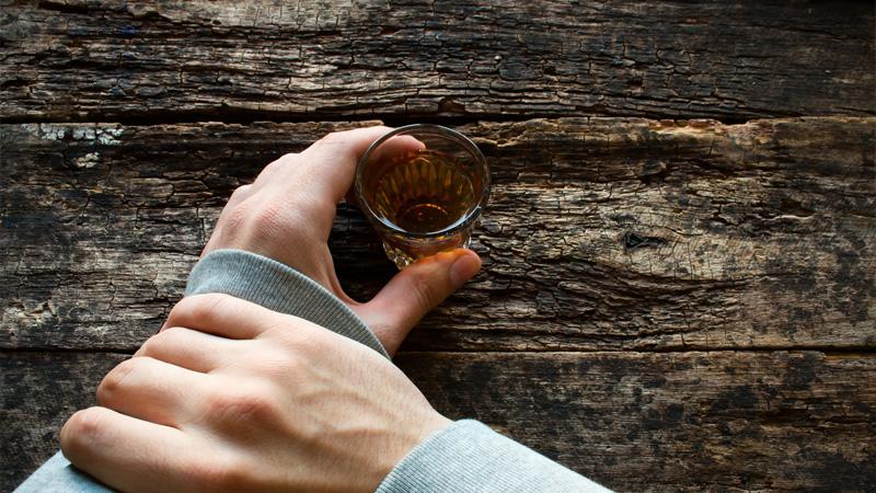 Харьковчанин навсегда бросил пить из-за двух покойниц