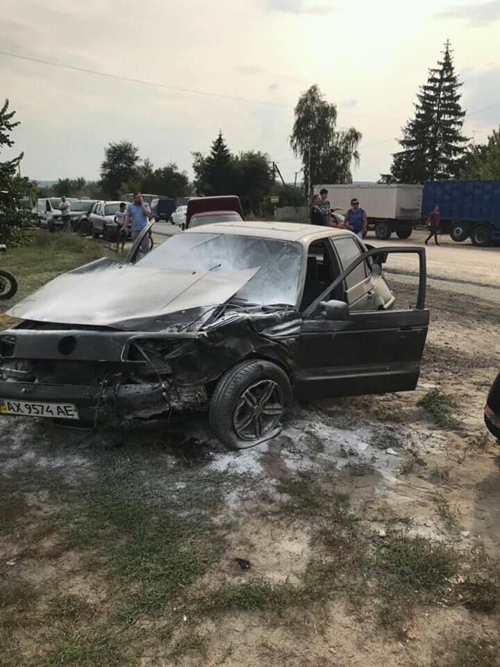 Стало известно, в каком состоянии был водитель автомобиля, вылетевшего на остановку под Харьковом