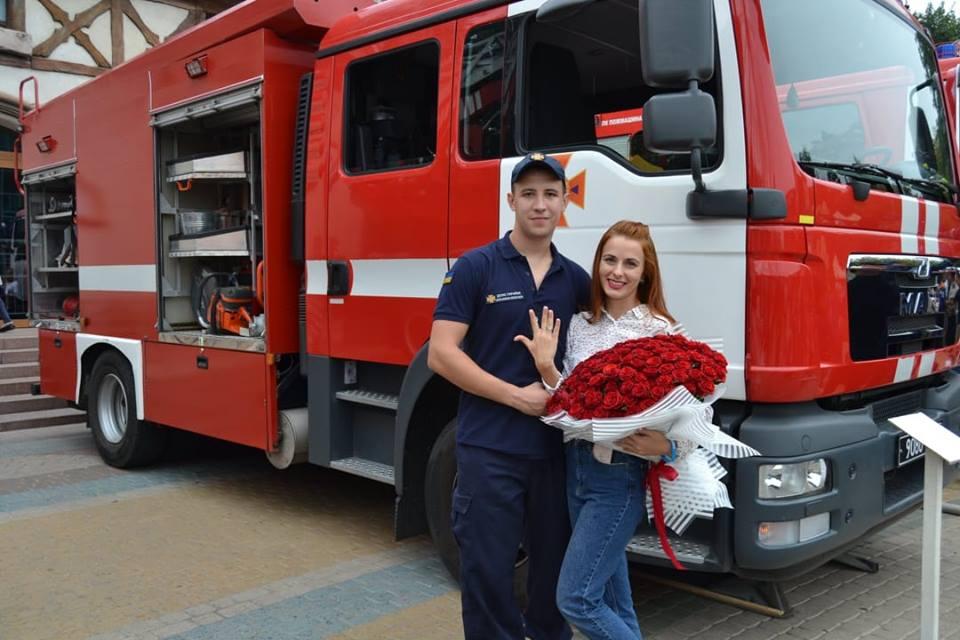 В Харькове парень совершил безумный поступок, чтобы порадовать любимую (фото)