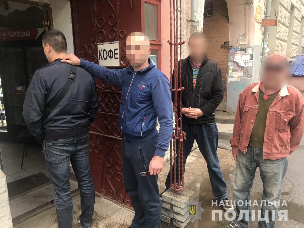 В Харькове на женщин напали прямо посреди улицы (фото)