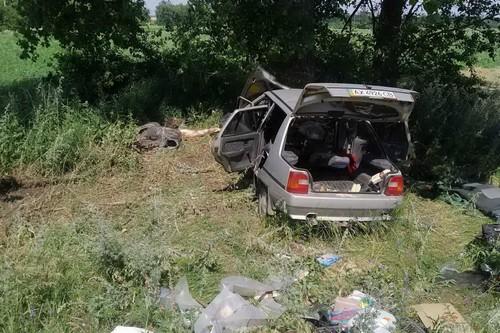 В Харьковской области автомобиль разбился вдребезги: есть пострадавшие (фото)