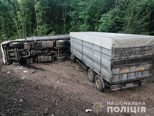 Водителя не нашли: крупная авария на Харьковщине (фото)