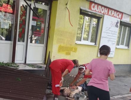 Харьковский пенсионер до полусмерти испугал посетителей салона красоты (фото)