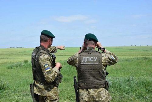 В поле на Харьковщине нашли мужчину из России