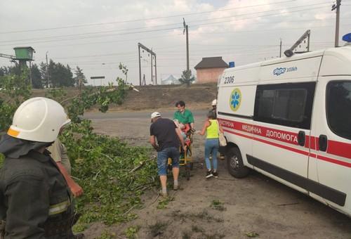ЧП на Харьковщине: женщину посреди улицы придавило тяжестью (фото)