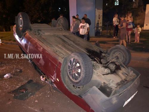 ДТП в Харькове: водитель сбежал, оставив на асфальте окровавленные права (фото)