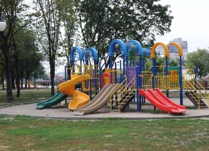 В Харькове по заявкам горожан установили детские площадки
