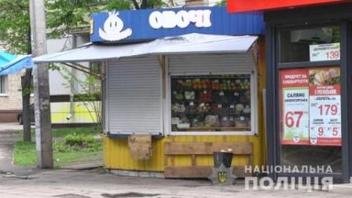 Харьковчанин серьезно ранил женщину в магазине (фото)