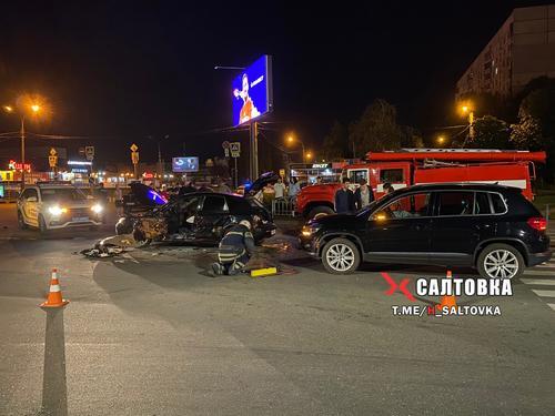 ДТП в Харькове: дорогу усыпало запчастями, женщину зажало в авто (фото, дополнено)