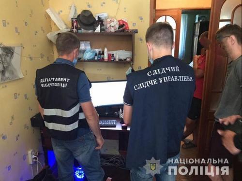 """В Харькове полиция нагрянула домой к мужчине, которого """"поймали"""" в интернете"""