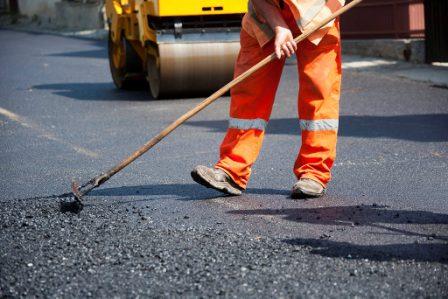 В Харькове по просьбе горожан начали ремонт дороги (видео)