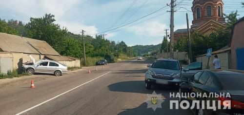 ДТП на Харьковщине: машина снесла здание (фото)