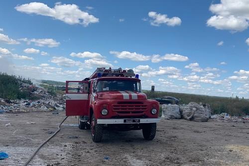 ЧП в Харьковской области: загорелись тонны мусора (фото)