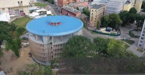 В центре Харькова достраивают новое здание общего пользования