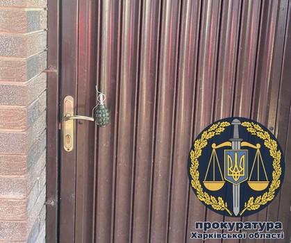 Подожгли дом и магазин: на Харьковщине мужчина пострадал из-за несговорчивости