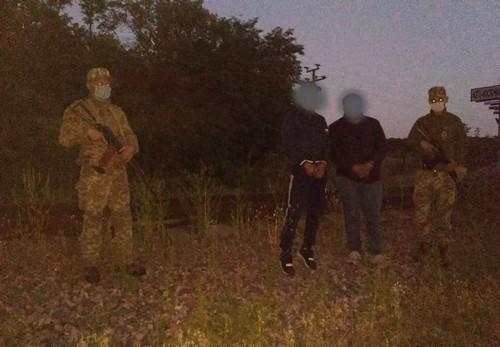 Двое подозрительных мужчин пробрались ночью на территорию Харьковщины
