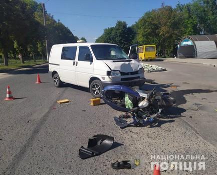 Мопед разлетелся на части, мужчину унесли на носилках: авария на Харьковщине