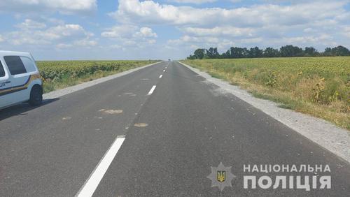 Мужчина погиб посреди поля в Харьковской области (фото)