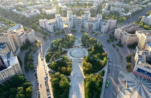 Что происходит на закрытой территории в центре Харькова (фото)