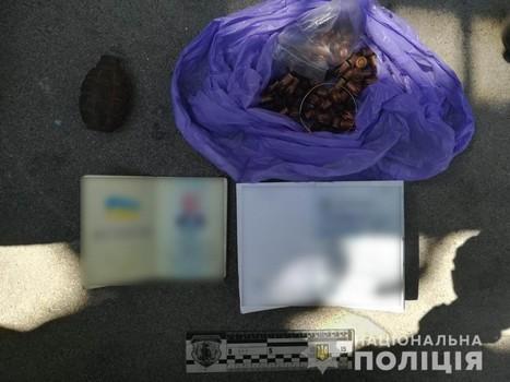 Возле харьковской высотки обнаружили подозрительный пакет с документами (фото)