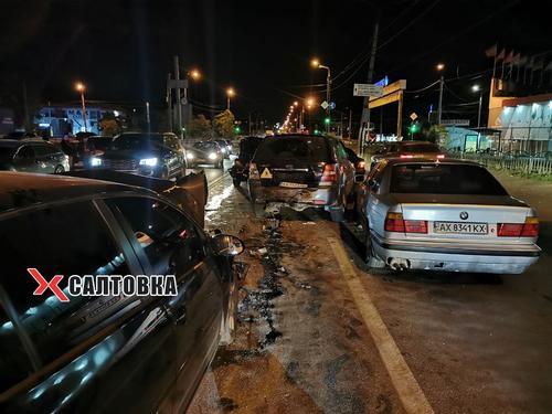 Масштабное ДТП в Харькове: разбито несколько автомобилей (фото, видео)