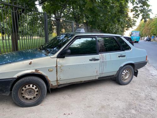 Весь путь от машины до больницы в крови: в Харькове раненый мужчина сам добрался до больницы (фото)