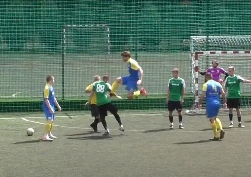 Удар в прыжке. В Харькове футбольный матч закончился массовой дракой (видео)
