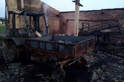 На Харьковщине предпринимателю сожгли имущество (фото)