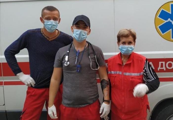 В Харьковской области отдыхающие и медики спасли мужчину