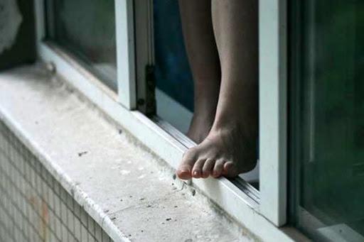 В Харькове иностранец выпал из окна (фото)